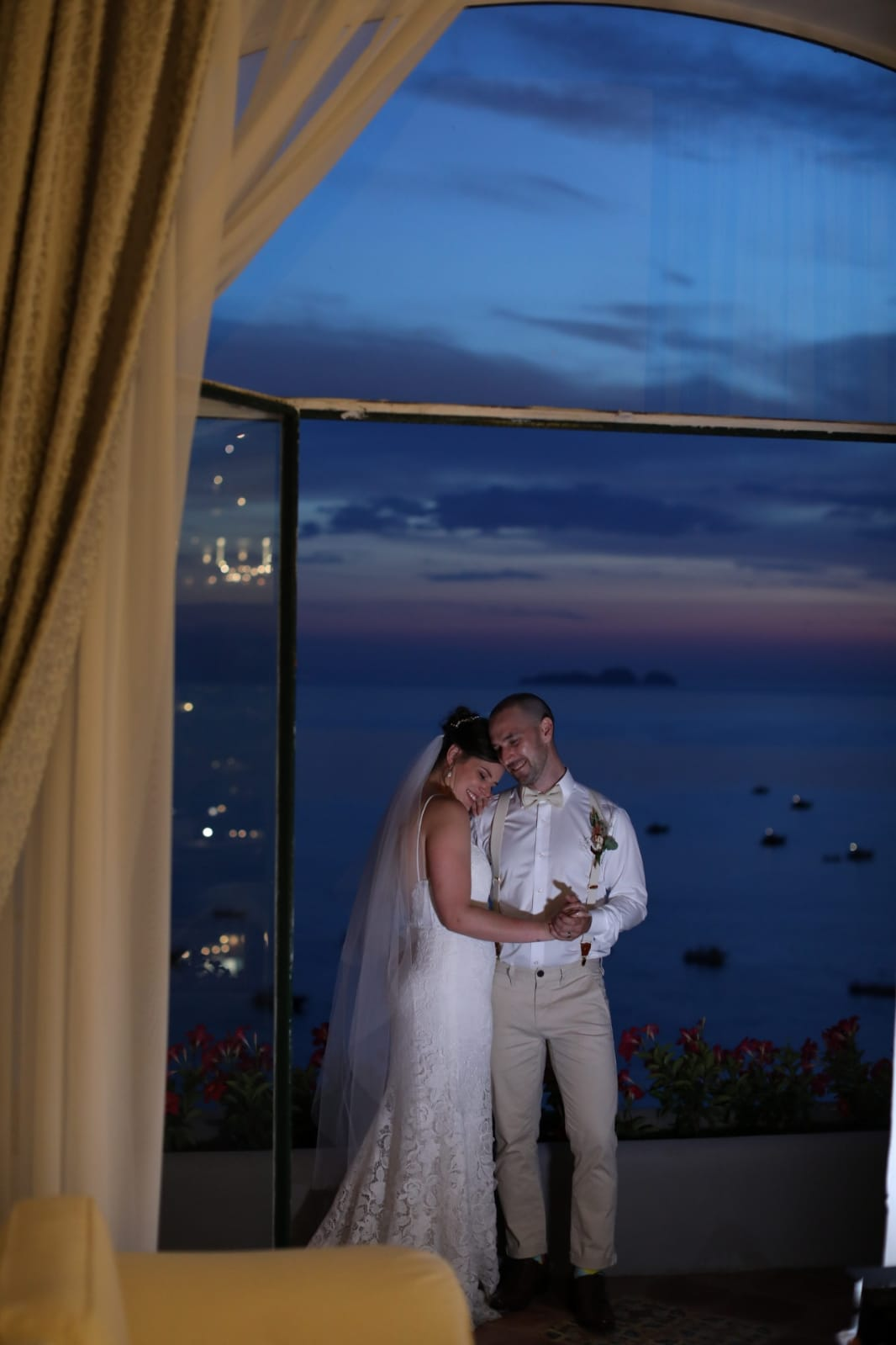 couple at night in Positano